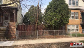 3740 North Albany Avenue, Chicago, IL 60618