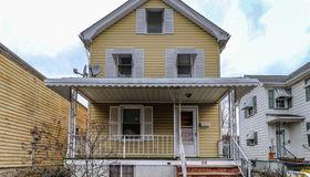 52 2nd St, Raritan Boro, NJ 08869-1812