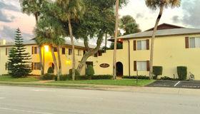 400 Oakridge Boulevard #4, Daytona Beach, FL 32118