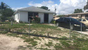 1010 Peak Road, Lake Worth, FL 33462