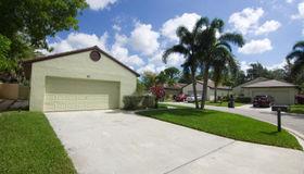 82 Ironwood Way N, Palm Beach Gardens, FL 33418