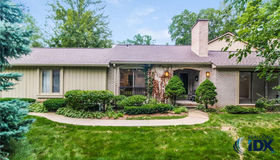 1235 Manorwood Circle, Bloomfield twp, MI 48304