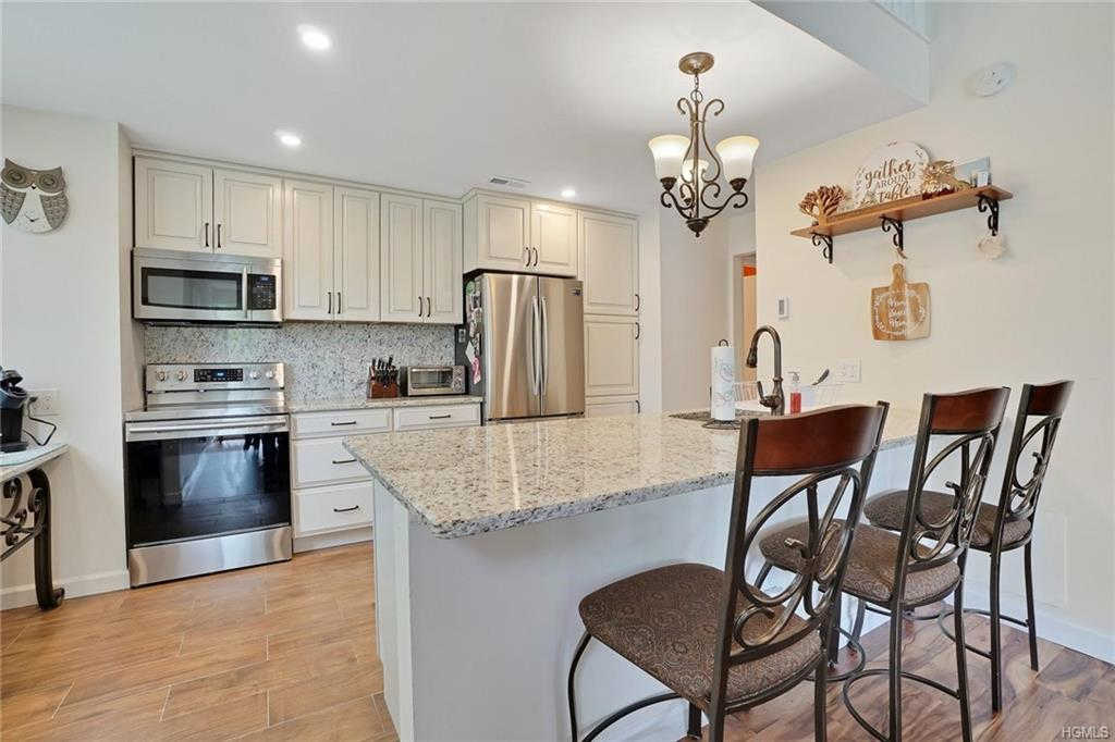 124 Heritage Hills #B, Somers, NY 10589 is now new to the market!