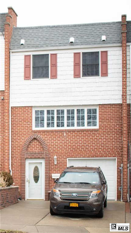 359 Fanning Street, Staten  Island, NY 10314 has an Open House on  Saturday, February 22, 2020 12:00 PM to 2:00 PM
