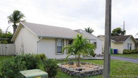 9436 nw 45th St, Sunrise, FL 33351