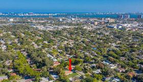 1081 NE 132nd St, North Miami, FL 33161