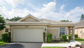 9041 N Lake Park Cir N, Davie, FL 33328