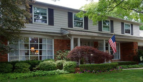 899 Briarcliff Dr, Grosse Pointe Woods, MI 48236