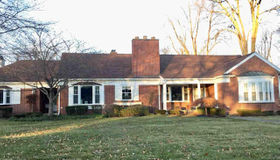 1062 Lochmoor Blvd, Grosse Pointe Woods, MI 48236