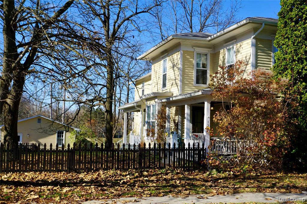 120 College St, Holly, MI 48442 now has a new price of $252,000!