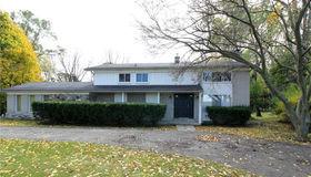1272 East Square Lake Rd, Bloomfield Hills, MI 48304