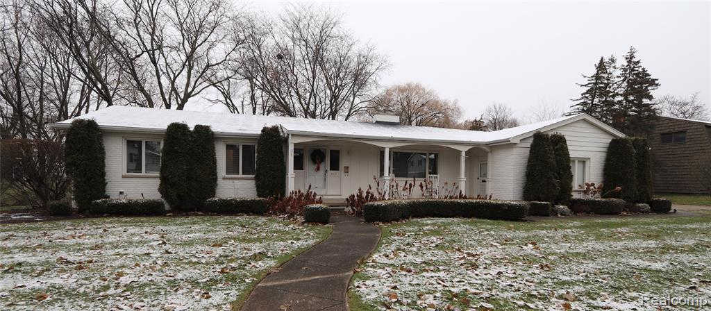 415 Woodbridge Dr, Grand Blanc, MI 48439 has an Open House on  Sunday, December 8, 2019 1:00 PM to 3:00 PM