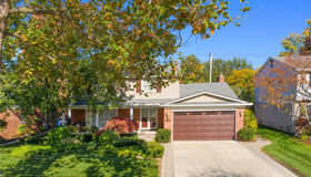 1146 Hollywood Ave, Grosse Pointe Woods, MI 48236