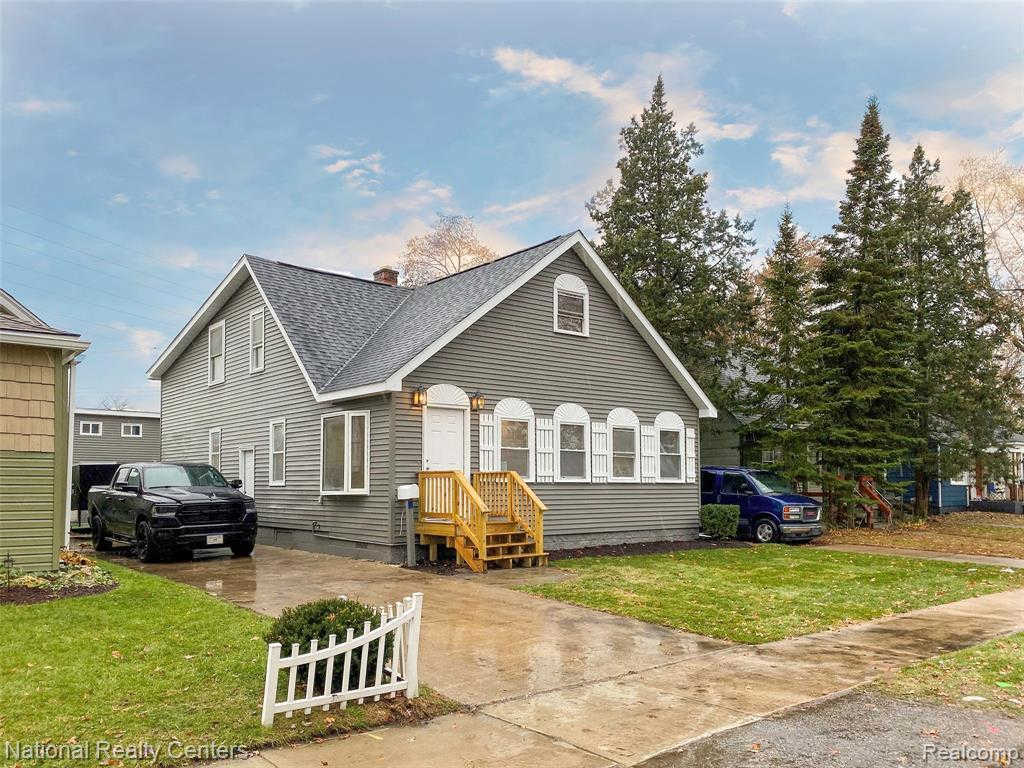 2933 Horton St, Ferndale, MI 48220 is now new to the market!