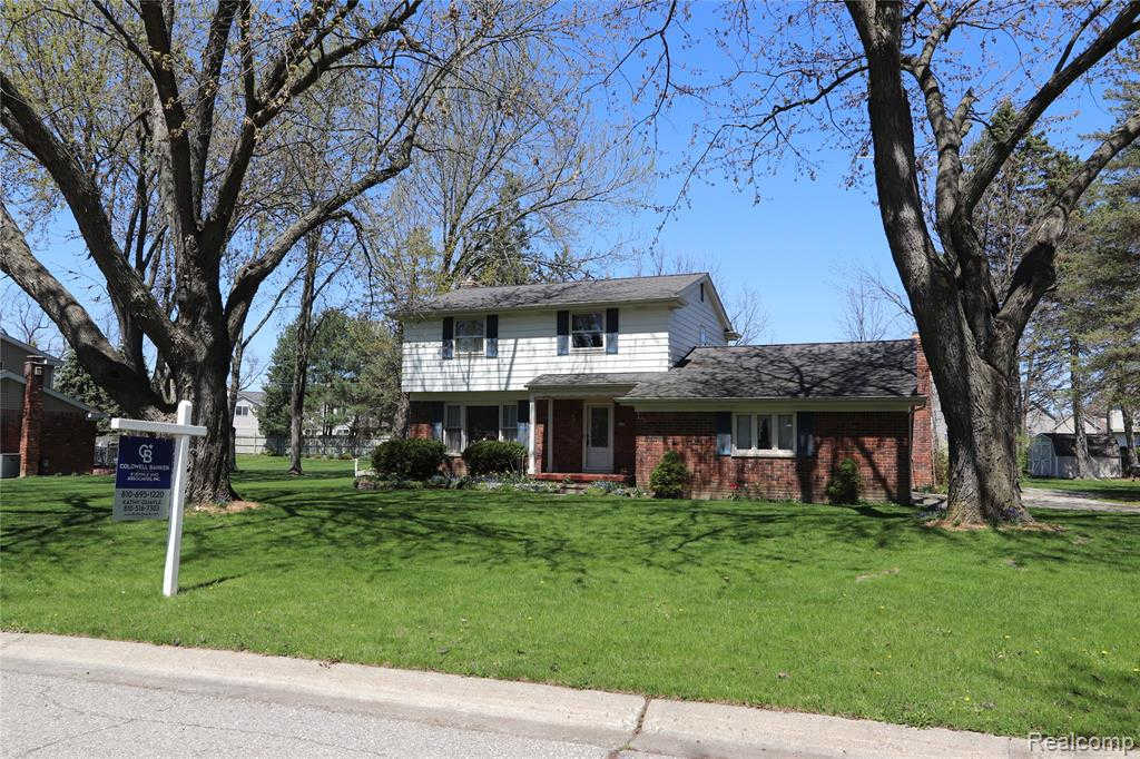 4233 Knollwood Dr, Grand Blanc, MI 48439 has an Open House on  Sunday, March 15, 2020 1:00 PM to 3:00 PM