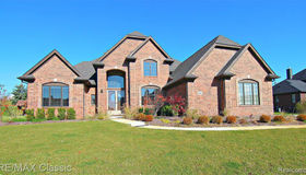 10444 Stoney Point Dr, South Lyon, MI 48178