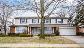 899 Briarcliff, Grosse Pointe Woods, MI 48236