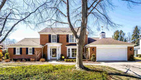 53 Stonehurst, Grosse Pointe Shores, MI 48236