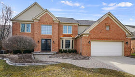 1709 Foresthill Dr, Rochester Hills, MI 48306