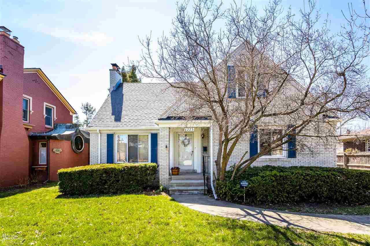 1223 Cadieux, Grosse Pointe Park, MI 48230 is now new to the market!