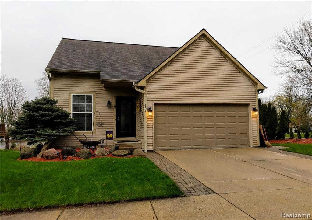 661 Holly PNT, Fenton, MI 48430 is now new to the market!