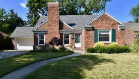 702 Hollywood Ave, Grosse Pointe Woods, MI 48236