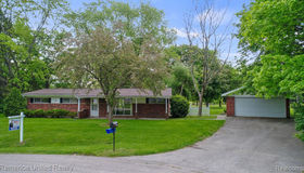 1312 Beverly Blvd, Walled Lake, MI 48390