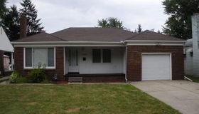 21149 Huntington Ave, Harper Woods, MI 48225
