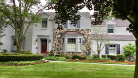 1486 Lochmoor Blvd, Grosse Pointe Woods, MI 48236