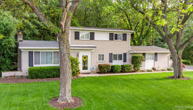 1162 Peveril Rd, Bloomfield Hills, MI 48304