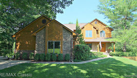 3466 Muirfield Cir, White Lake, MI 48383