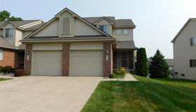 7122 Magnolia Ln, Waterford, MI 48327