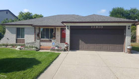 13910 Carlisle Dr, Sterling Heights, MI 48312
