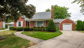 20045 Berns CT, Grosse Pointe Woods, MI 48236