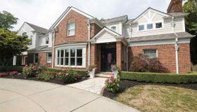 570 Renaud, Grosse Pointe Woods, MI 48236