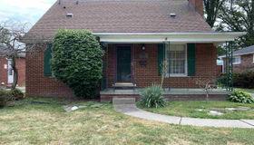 20928 Littlestone Rd, Harper Woods, MI 48225