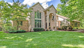 3819 Crystal Valley Dr, Howell, MI 48843