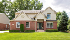 14274 Red Pine Dr, Sterling Heights, MI 48313