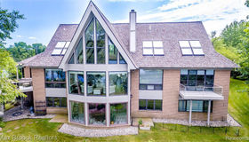 1136 Norminister End, Bloomfield Hills, MI 48302