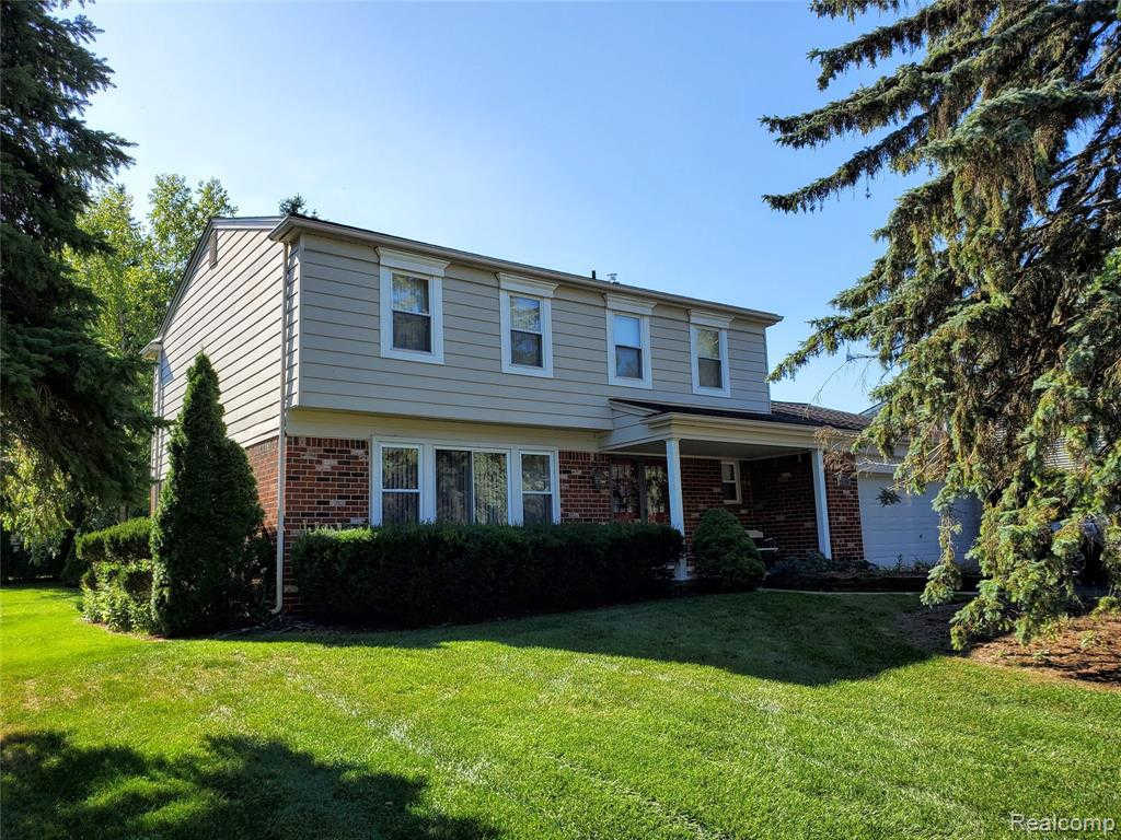 2839 Armstrong Dr, Lake Orion, MI 48360 is now new to the market!