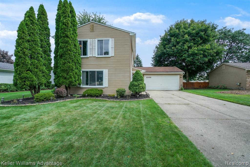 Another Property Sold - 1069 Meadowcrest Dr, Waterford, MI 48327