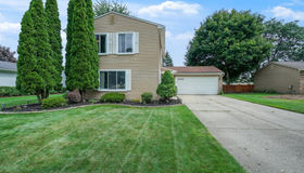 1069 Meadowcrest Dr, Waterford, MI 48327
