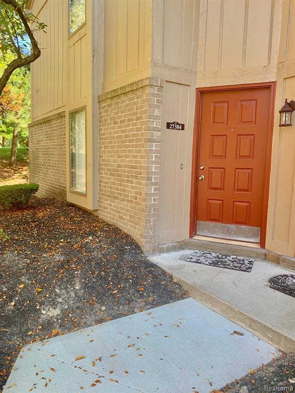 27384 Evergreen Rd #Unit#1, Lathrup Village, MI 48076 is now new to the market!