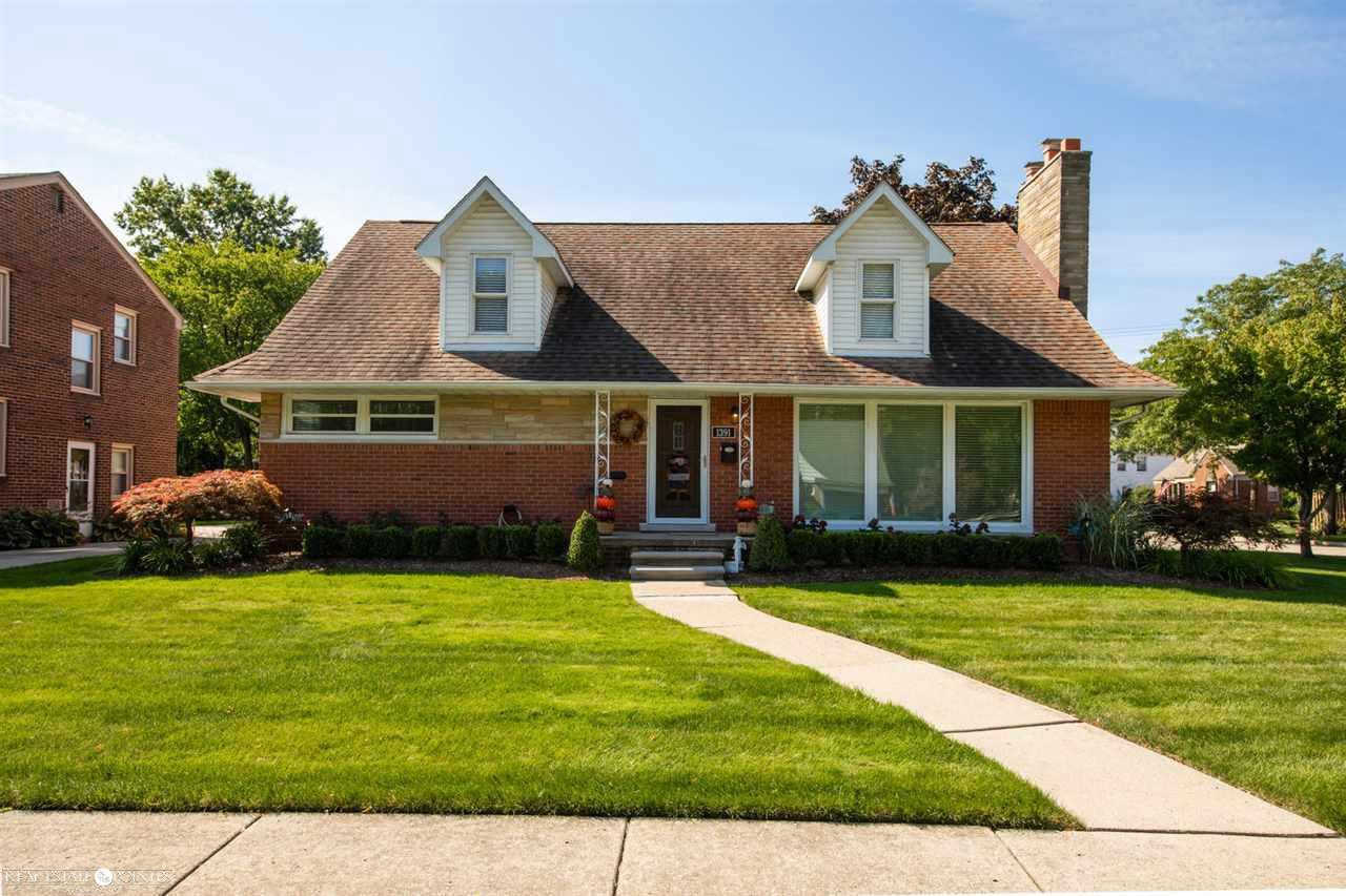 1391 Fairholme, Grosse Pointe Woods, MI 48236 is now new to the market!