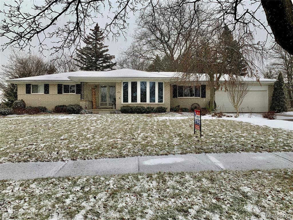 418 Bella Vista Dr, Grand Blanc, MI 48439 is now new to the market!