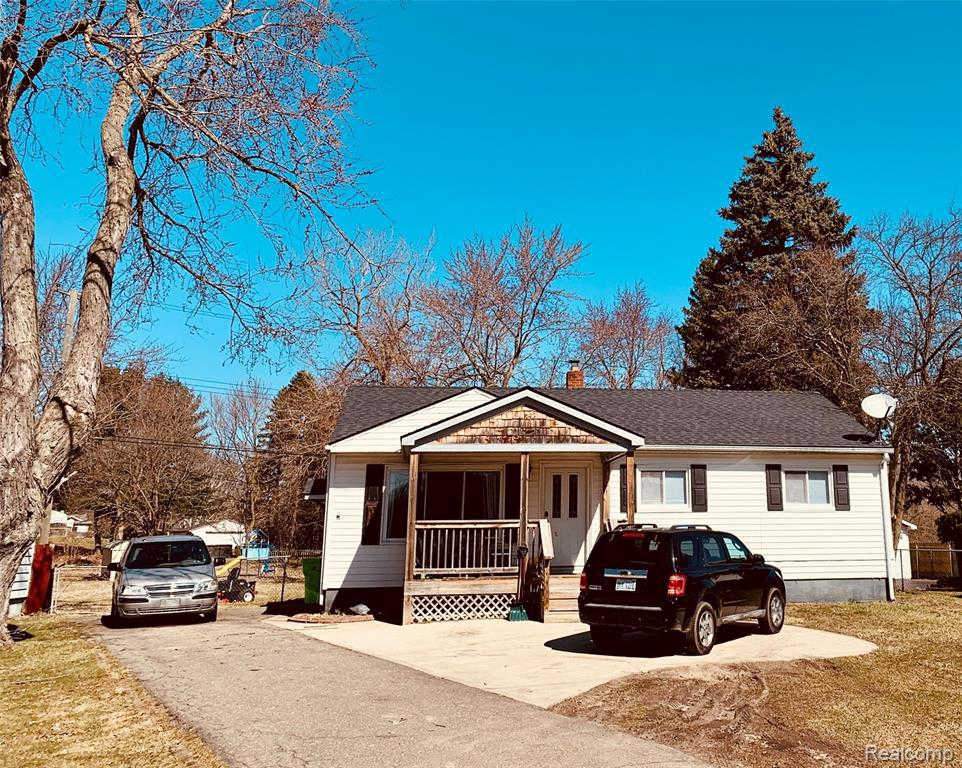 3186 Watkins Lake Rd, Waterford, MI 48328 is now new to the market!