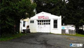 30 Morrissey Drive, Lake Peekskill, NY 10537