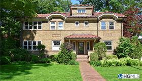 17 Benedict Place, Pelham, NY 10803