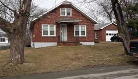 1 Derrick Av, Brunswick, NY 12180