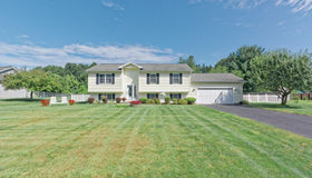 5 Meadow Dr, South Glens Falls, NY 12803